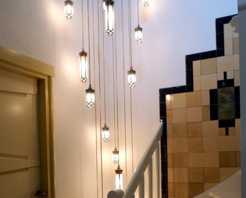 Luminaire suspendu cage d'escalier