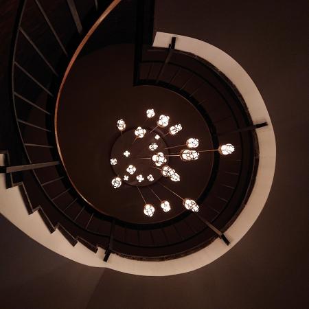 Lampe suspendue escalier